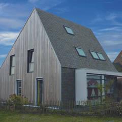 Massief houten facade:  Huizen door Derako International B.V.