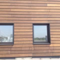 Massief houten facade:  Kantoorgebouwen door Derako International B.V.