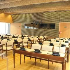 Massief houten grill systeem:  Congrescentra door Derako International B.V.