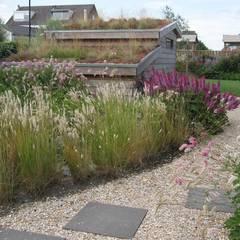 Jardines de estilo  por Visser Tuinen