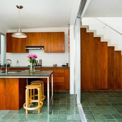 Casa del Arbol: Cocinas de estilo  por Taller Estilo Arquitectura