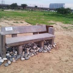 Bench designed by Horizon:  Garden by Horizon Design Studio Pvt Ltd