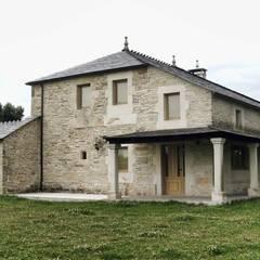 Rehabilitación en Lugo: Casas de estilo  de Intra Arquitectos