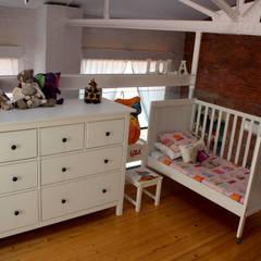 dormitorio niños: Dormitorios infantiles de estilo industrial de SMMARQUITECTURA