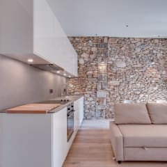 آشپزخانه توسطLara Pujol  |  Interiorismo & Proyectos de diseño, مدیترانه ای