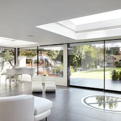 Forest View: modern Living room by Clear Architects