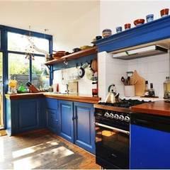 Renovatie herenhuis te Den Haag:  Keuken door Studiohecht, Klassiek