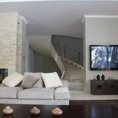 Nadmorski dom. Salon.: styl , w kategorii Salon zaprojektowany przez CAROLINE'S DESIGN