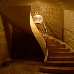 Nadmorski dom.: styl , w kategorii Korytarz, przedpokój zaprojektowany przez CAROLINE'S DESIGN
