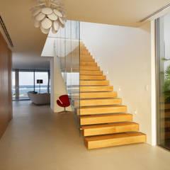 Rum Point:  Corridor & hallway by Nicolas Tye Architects