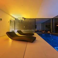 CASA SV II: Spa de estilo  de RM arquitectura