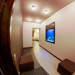 Квартира в этно стиле:  Коридор by Атмосфера