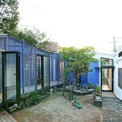 Buam-dong House: JYA-RCHITECTS의  정원