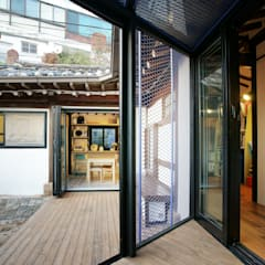 Buam-dong House: JYA-RCHITECTS의  베란다