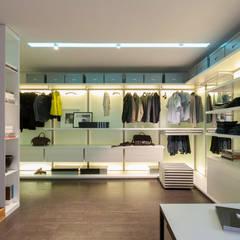 apartment V-21:  Dressing room by VALENTIROV&PARTNERS