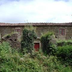 Rehabilitación en Laracha: Casas de estilo  de Intra Arquitectos, Rural