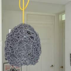Lampe Durchblick by freigeist:  Flur & Diele von freigeist-design
