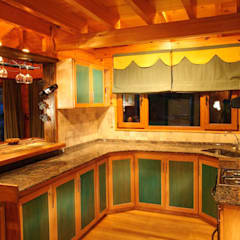 Kitchen by Patagonia Log Homes - Arquitectos - Neuquén