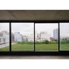 Quintana 4598: Jardines de invierno de estilo  por IR arquitectura