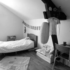 Chambres d'enfant: Chambre d'enfant de style de style Minimaliste par Nhomeade