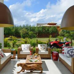 Residência Paraíso do Mar: Terraços  por Pinheiro Martinez Arquitetura
