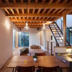 鎌倉玉縄テラス: HAN環境・建築設計事務所が手掛けたダイニングです。,モダン 木 木目調