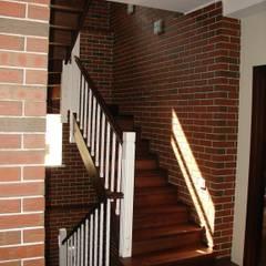 Дом в Малаховке Коридор, прихожая и лестница в стиле лофт от AR-KA architectural studio Лофт