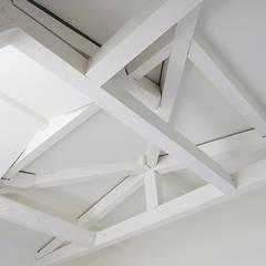 Renovatie herenhuis Vondelbuurt:  Slaapkamer door Lumen Architectuur