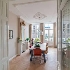 Renovatie herenhuis Vondelbuurt:  Eetkamer door Lumen Architectuur