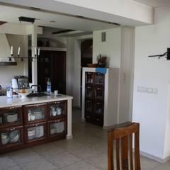 Dom wiejski: styl , w kategorii Kuchnia zaprojektowany przez Art-Deko Pracownia Projektowa