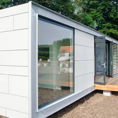 Panorama Prefab recreatiebungalow met guesthouse:  Huizen door Dingemans Architectuur