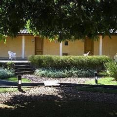 Paisagismo de Spa em Itu - SP : Spas tropicais por Roncato Paisagismo e Comércio de Plantas Ltda