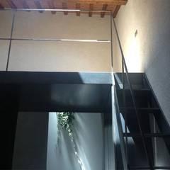 Cucina in casa colonica - Vicchio: Ingresso & Corridoio in stile  di DPd Delogu Pettini Architetti Associati