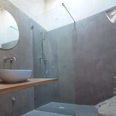 Restauro e ristrutturazione casa colonica Vicchio: Bagno in stile  di DPd Delogu Pettini Architetti Associati