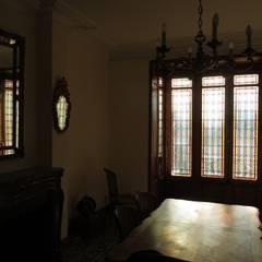 Bow-window de caractère: Fenêtres de style  par Verre et Vitrail