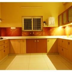 URBAN NEST:  Kitchen by Aadyam Design Studio