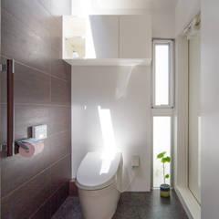 トイレ: 建築工房 亥が手掛けた浴室です。