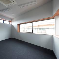 M社ビル: 弘中建築設計事務所が手掛けたオフィスビルです。,ラスティック