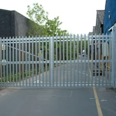 Automatic steel gates:  Commercial Spaces by AGD Systems