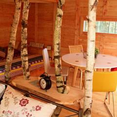 Cabaña Hontza: Hoteles de estilo  de Cabañas en los árboles