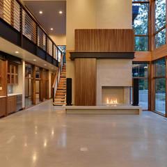 Park Lane Residence:  Living room by Uptic Studios, Modern
