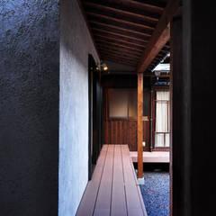 黒川の家: 株式会社アトリエカレラが手掛けたテラス・ベランダです。,クラシック