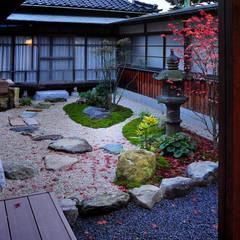 黒川の家: 株式会社アトリエカレラが手掛けた庭です。,クラシック