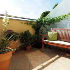 Projekt balkonu: styl , w kategorii Taras zaprojektowany przez ARCHITEKTONIA Studio Architektury Krajobrazu Agnieszka Szamocka -Niemas