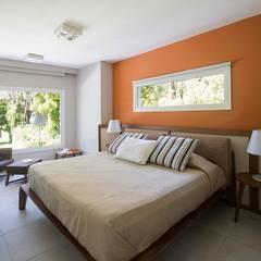 Cariló: Dormitorios de estilo  por Estudio Sespede Arquitectos