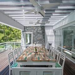 Cariló: Jardines de estilo  por Estudio Sespede Arquitectos,Moderno