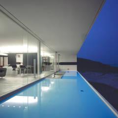 東シナ海を望む家: アトリエ環 建築設計事務所が手掛けたテラス・ベランダです。