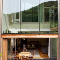 Maisons de style  par CRSH Architecture and Energy