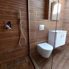 Calbourne Road, SW12:  Bathroom by Grand Design London Ltd
