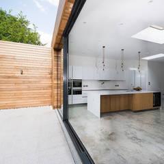 در و پنجره توسطGrand Design London Ltd, مینیمالیستیک